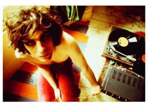 Syd_Barrett_with_record_player_1969_fs_0